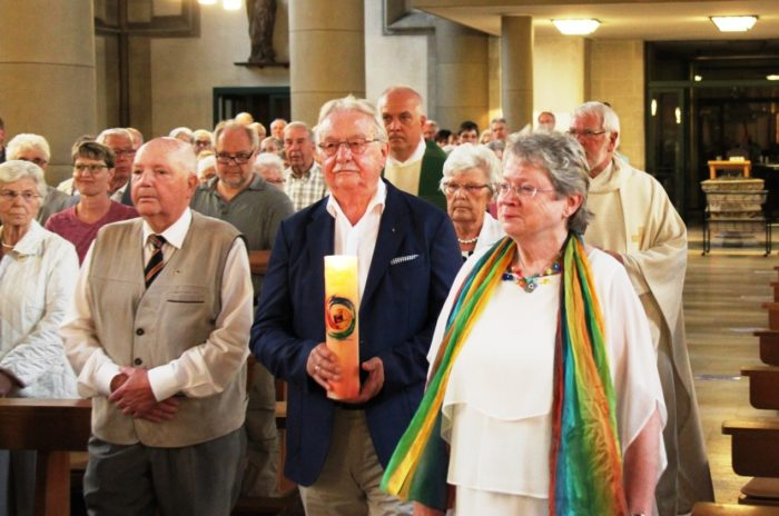 Friedensgottesdienst In Bottrop Mit Segnung Des Neuen Bezirksbanners